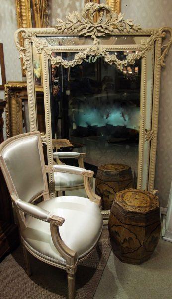 Grande specchiera francese di fine 800 con laccatura originale e specchio molato rif. 02