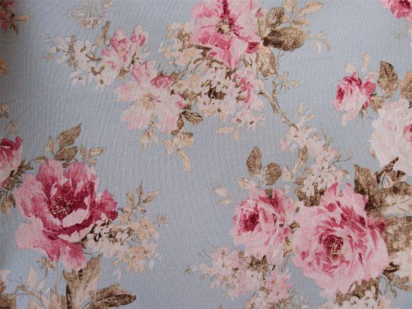 tessuto con rose romantiche