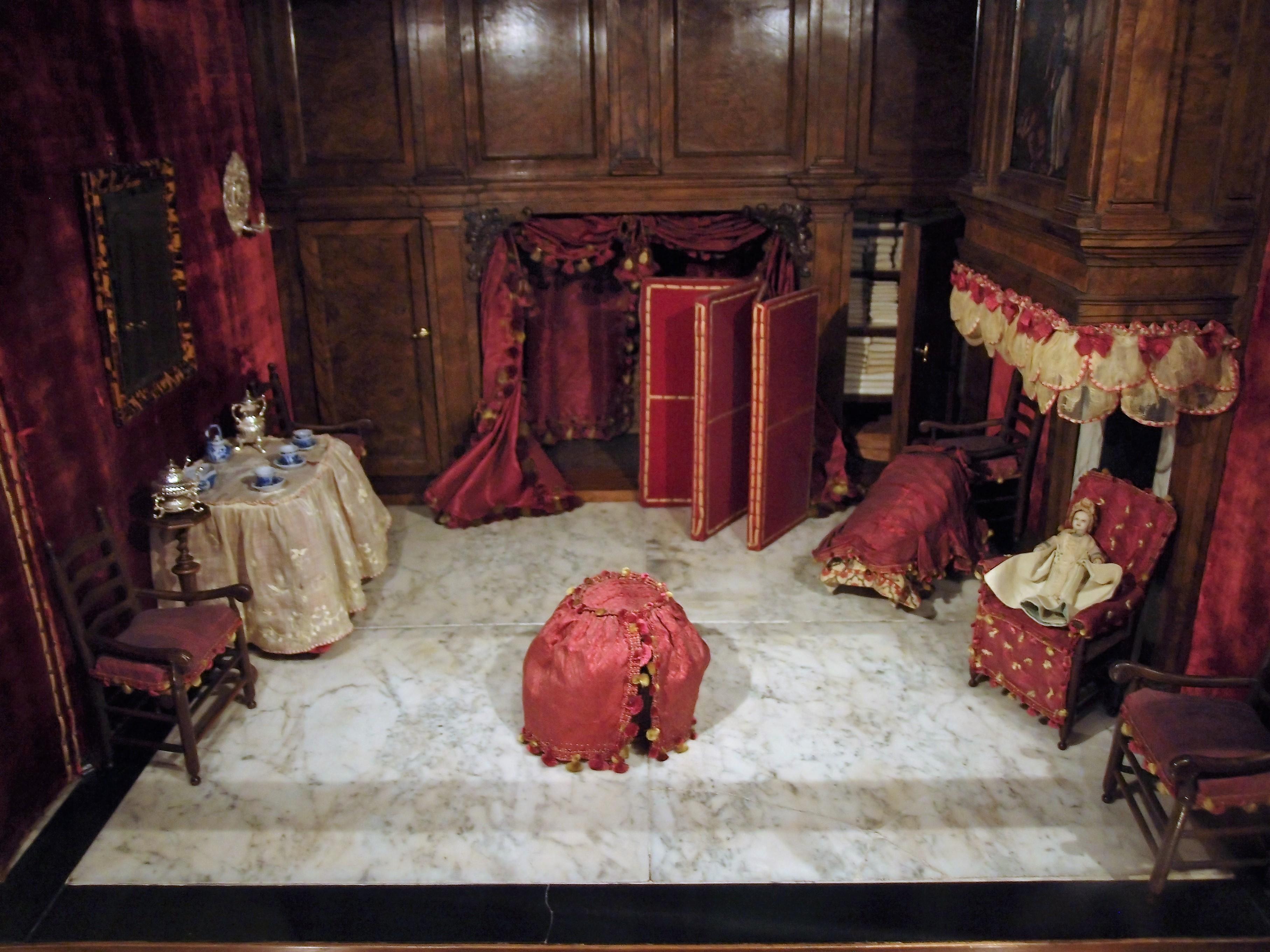 Piccola storia della casa delle bambole di petronella for Disegni della stanza del fango