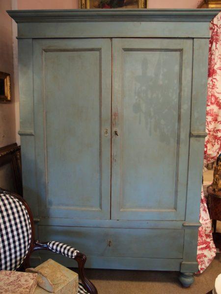 Armadio romagnolo epoca '800, laccato nel tipico azzurro polvere francese. Perfette condizioni, smontabile.