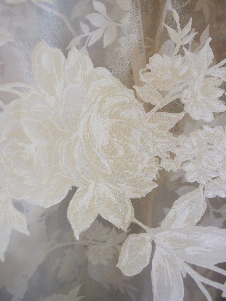 tessuto tendaggio con rose devorè