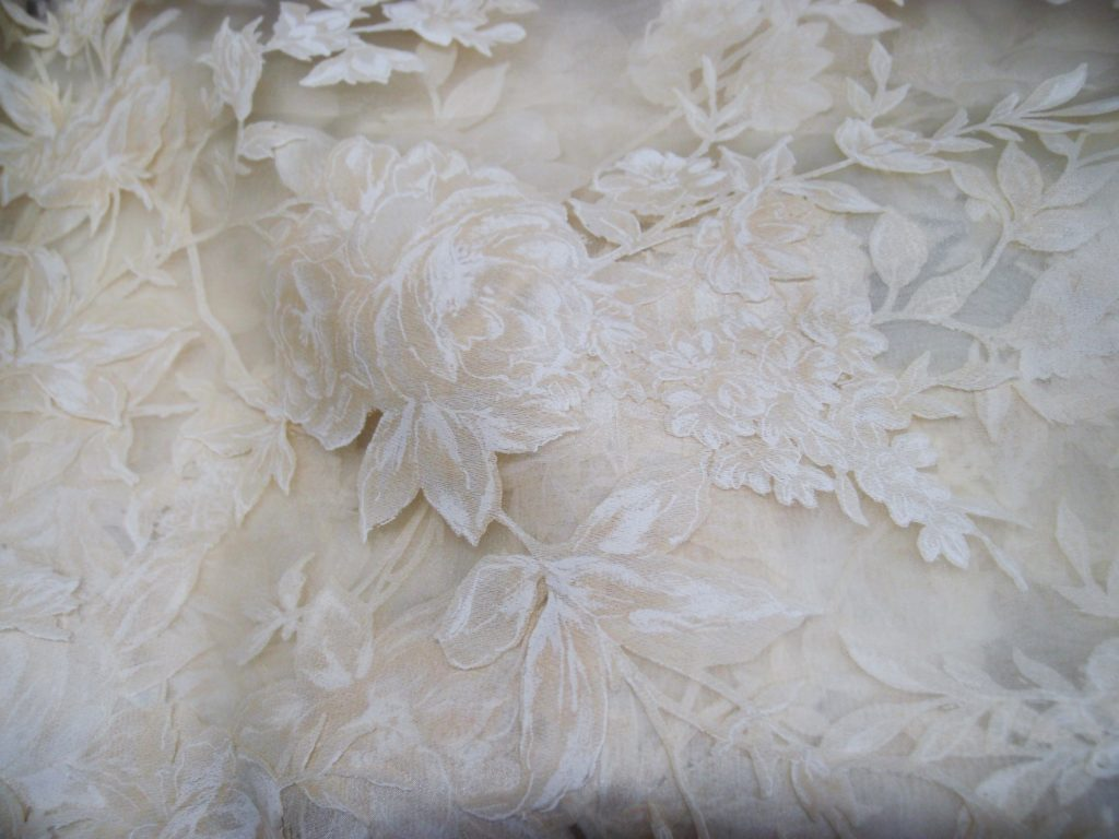 tessuto con rose per tende