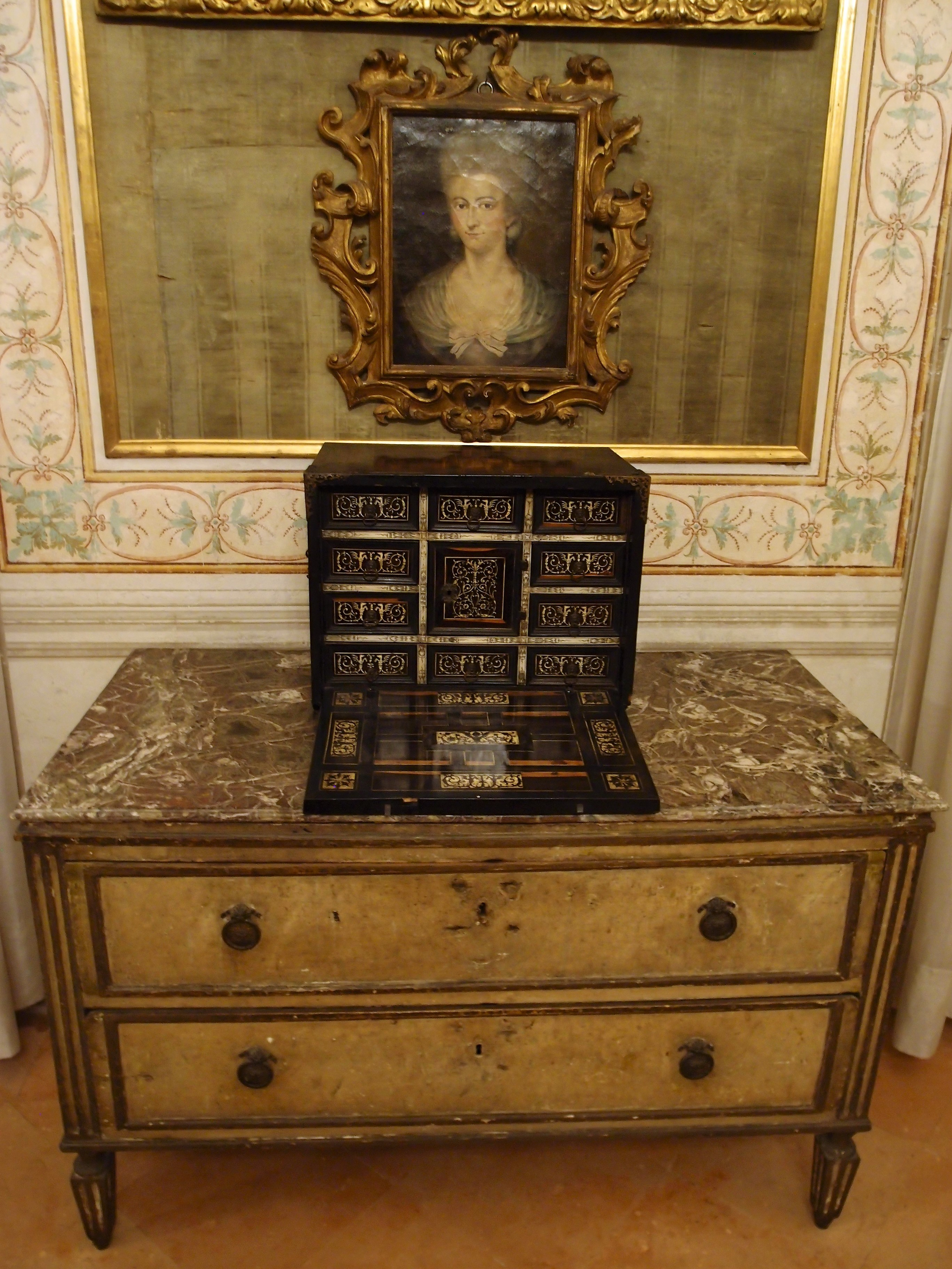 I mobili antichi francesi laccati e patinati cos for Mobili antichi