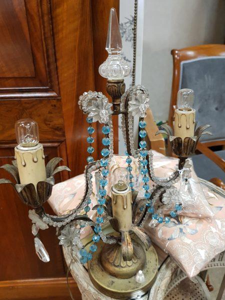 lampada antica francese con cristalli e perle di vetro