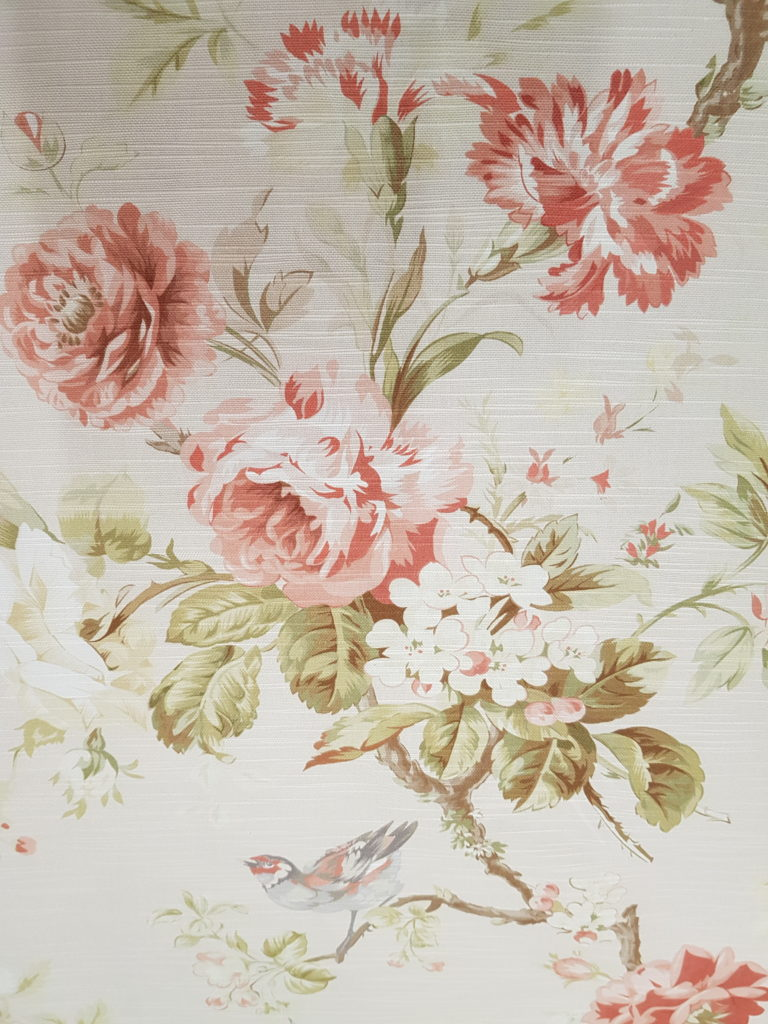 tessuto con rose uccellini albicocca, sconto stock